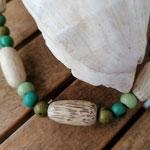 Damen Halskette Ethno Boho Perlenhalskette Perlenkette Halskette Una mit grünen Acai-Samenperlen sowie grossen, ovalen Holzperlen