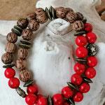 Mala Armband Armkette Kette Pepita mit hellbraunen Kokosperlen, roten Korallenperllen, bronze Rondellen, bronze Metallperlen Mond und Stern