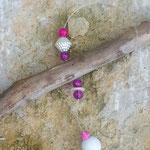 Treibholz Girlande Fensterhänger Türdekoration Mobile Cool Gift mit pastellgrauem Metallherz, pinken,  & rosa Glasperlen, cremefarbenen Acrylperlen, weisser