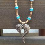 Retro Boho Ethno Engel Perlenhalskette Perlenkette Damen Halskette Angel of Freedom mit Engelsflügel Anhänger, türkis 10mm Howlith Steinperlen, Kokosrondellen und Perlkappen