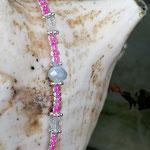Kinder Mächen Perlen Halskette Puffy Puff mit Einhornanhänger, mit kleinen durchsichtig pinken Glasperlen, grauen facettierten Glasperlen sowie silbernen Blumenrondellen