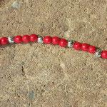 Kinder Halskette Perlen Amore mit roten Holzperlen und kleinen Metallperlen