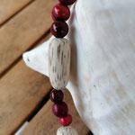 Damen Halskette Ethno Boho Perlenhalskette Perlenkette Halskette Nara mit roten Acai-Samenperlen und grossen, ovalen Holzperlen