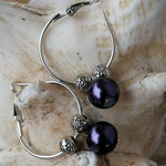 Kinder Mädchen Ohrringe Creolen mit violetten Glanzperlen und runden Metallperlen, nickelfrei