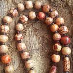 Rosenkranz Damen Perlen Halskette God's Blessing mit Kreuzanhänger, runden und ovalen, indianischen Holzperlen sowie kleinen gelben & rotbraunen Acrylperlen