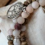 elastisches dreireihiges Mala Armband Armkette mit Jaspis Edelstein Perlen, Kokosrondellen, Metallperlen, silbernen Perlkapphütchen und Lebensbaum Anhänger