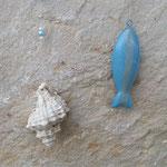 Sommer Schwemmholz Girlande Mobile Fensterdeko Windspiel Hanging Fish mit blauen Weidekugeln, Fischanhänger aus Metall, Muscheln, blaue facettierte Glasperlen, hellblaue Glanzperlen