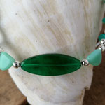 Kinder Mädchen Halskette Perlenkette Anna mit ovalen Türkis Glasperlen, ovaler grüner Acrylperle, silbernen Acrylerlen und div. Acrylperlen in hellgrün und türkis
