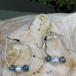 Kinder Mädchen Ohrringe Creolen Blue Glitter mit Sternenstaub Metallperlen und blauen Glasperlen
