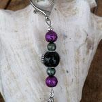 Schutzengel Schlüsselanhänger Golema mit schwarzer Kashmiriperle und silbernen Ornamenten, violetten & grünen Glaskrepp Glasperlen, Engel Anhänger