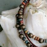 Mehrsträngiges Perlenarmband Perlen Armkette Virginia mit grünen, roten, braunen und weissen Jaspis Perlen, bronze Lampion Metallperlen und Knebelverschluss