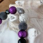 Langer Schlüsselanhänger Herzanhänger mit Herz Antiksilber, violetten Glaskrepp Perlen, silbernen Samtperlen, silberner Sternenstaub Metallperle