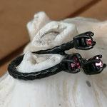 Fingerring Ring Bessie schwarz oxidiertes Messing mit rosa Light Rose & pinker Ruby 4mm Swarovski Steinen verstellbar