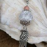 Lange Mala Perlenkette mit Jade und Jaspis Edelsteinperlen, silbernen facettierten Glasperlen, Metallperlen, Anhänger mit Bergkristall Perle, Engelsflügelanhänger und Jaspisperle