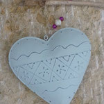 Schwemmholzgirlande Fensterhänger Türdekoration Mobile Cool Gift mit pastellgrauem Metallherz, pinken,  und rosa Glasperlen, cremefarbenen Acrylperlen, weiss