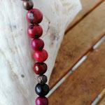 Damen Halskette Ethno Boho Perlenhalskette Perlenkette Halskette Granada mit roten Acai-Samenperlen, bronzefarbenen Acrylperlen in verschiedenen Grössen & Muster