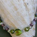 Kinder Mädchen Halskette Perlenkette Valeria mit lindgrünem Mille Fiori Glasperle, altrosa Glasperlen, Drahtsilberperlen und verschiedenen grünen und rosaweissen Glasperlen