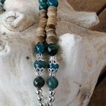Lange Edelstein Halskette aus Apatit Edelsteinen, Kokosrondellen, silbernen Perlkapphütchen und Lebensbaum Anhänger