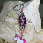 Schlüsselanhänger Einhorn Cheesecake Kiss mit Schmuckperle pink und silbernen Ornamenten, Blumen Metallperlen und rosa Acrylperlen