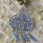 Lange Ethno Hippie Perlen Halskette Olivia mit olivgrünen 8mm Glanzperlen und 10mm flachen silbernen Metallperlen sowie indischem Lampion Anhänger