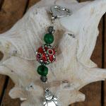 Schutzengel Schlüsselanhänger Pachadiel mit roter Kashmiriperle mit Strasssteinen und silbernen Ornamenten, grünen Acai-Samenperlen und rauchigen facettierten Acrylperlen