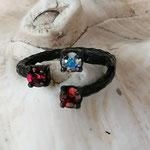 Fingerring Ring Evanora schwarz oxidiertes Messing mit roter Siam, weisser Crystal Rainbox und Fuchsia 4mm Swarovski Steinen verstellbar