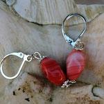 Perlen Ohrringe Barcelona mit rotweiss mellierten Glasperlen, silbernen Blumenrondellen und Briseverschluss, nickelfrei