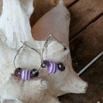 Kinder Mädchen Ohrringe Creolen Kinderschmuck Mädchenschmuck Modeschmuck für Kinder Mädchen Teenager mit lilaweiss gestreiften Acrylperlen und violetten facettierten Glasperlen
