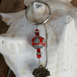 Schlüsselanhänger Baum des Lebens Lebensbaum mit roter Kashmiriperle mit weissen Strasssteinen, roten kleinen Glasperlen, Blumenrondellen und  Lebensbaum Anhänger in Bronze