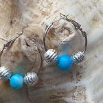 Silber Creolen Perlen Ohrringe Catarina mit hellblau marmorierten Glasperlen & Silberstaub Metallperlen