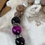 Mala Armband Armkette Kette Charu mit violetten Achatperlen, Samenperlen, Perlenkappen Antiksilber & Yoga-Chakra-Anhänger Ajna 3. Auge
