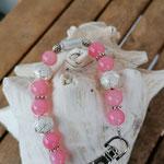 Langer Schlüsselanhänger mit Herz Antiksilber mit rosa Glasperlen, silbernen Sternenstaub Metallperlen, Blumenrondellen und weisser Glasperle