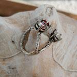 Fingerring Ring Vilentia Antiksilber Messing mit roten Siam & Crystal Swarovski Steinen verstellbar