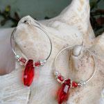 Kinder Mädchen Ohrringe Creolen Valeria mit roten Tropfperlen, roten Glasperlen, weissen Glanzperlen und silbernen Blumenrondellen