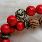 Mala Armband Armkette Kette Pepita mit hellbraunen Kokosperlen, roten Korallenperllen, bronze Rondellen & bronze Metallperlen Mond und Stern