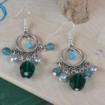 Perlen Ohrringe Ohrhänger Peace on you in Kronleuchterform Antiksilber im tibetischen Stil mit facettierter, grosser smaragdgrüner Acrylperle, hellblauen Glasperlen und silbernen Glanzperlen
