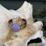 Kinder Mädchen Fingerring verstellbar Purple mit glitzernder Cabochon Harzperle in lila, Innendurchmesser 19mm