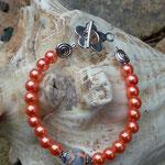 Kinder Mädchen Perlen Armkette Arancione mit orangen 6mm Glanzwachsperlen, orange grüner Fimoperle, Schnecken Metallperlen und silbernen Perlkappen