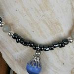 Kinder Mädchen Perlenschmuck Kinder Halskette Mila mit anthrazit Glasperlen, silberfarbenen Acrylperlen, hellgrünen facettierten Glasperlen und lila Katzenaugen Glasperle