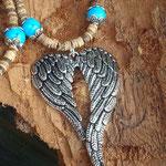 Retro Boho Ethno Engel Perlenhalskette Damen Halskette Angel of Freedom mit Engelsflügel Anhänger, türkis 10mm Howlithperlen, Kokosrondellen und Perlkappen
