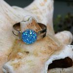 Kinder Mädchen Fingerring verstellbar Sky mit glitzernder Cabochon Harzperle in hellblau, Innendurchmesser 19mm