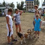 Дети и собаки. Элла и Бонита на выставке в Донецке