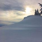 große Schneewechte oberhalb der Roßschopf Ostwand