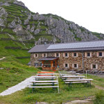 Endlich angekommen bei der Starkenburger Hütte - unser erstes Etappenziel am Stubaier Höhenweg.