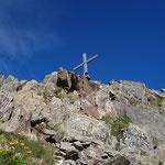 Das Kreuz der Rinnenspitze zum Greifen nahe.