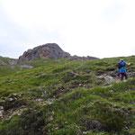 In Serpentinen schlängelt sich der Weg bis zum Gipfel.