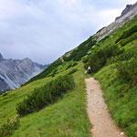 Der Weg verläuft hier meist entlang der selben Höhenlinie.