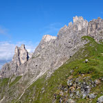 Am Zwölfernieder. Es gibt die Möglichkeit über einen einfachen Weg auf den Elfer zu steigen, oder den Elferkofel-Klettersteig zu wählen.