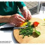 Gartentherapie - Kräutersalz herstellen