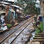 Linea ferroviaria di Nairobi Kenya, baraccopoli di Kibera, Luglio 2012